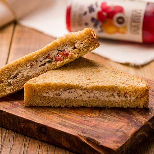 Sanduíche de queijo (tomate e orégano)