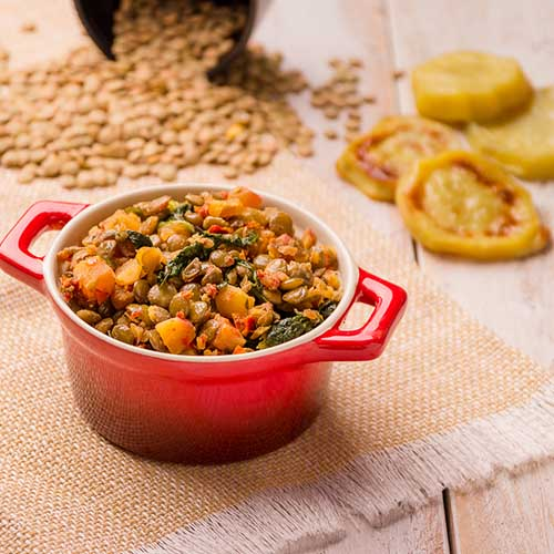 Combinado de batata doce, lentilha e rúcula