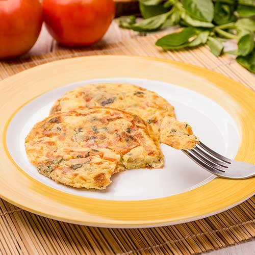Pancake low carb tomate & manjericão