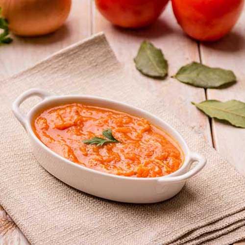 Frango desfiado com molho de tomate