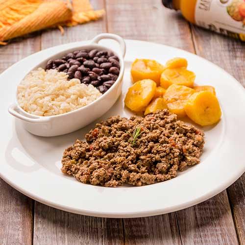 7 – Carne moída + arroz integral + feijão preto + banana da terra