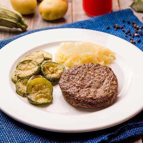 13 – Hambúrguer de carne + purê de batata + abobrinha italiana
