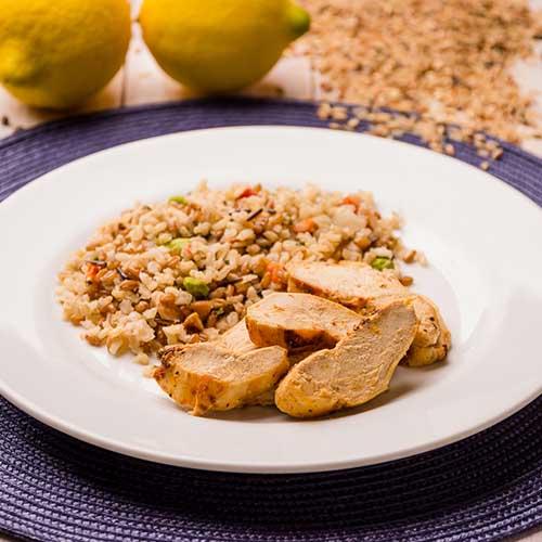 38 – Frango Grelhado ao Limão Siciliano + Arroz 7 Cereais com Edamame