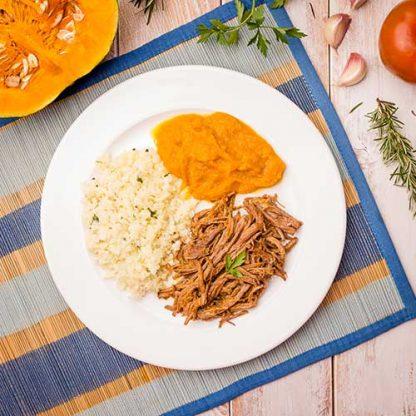 1 – Carne desfiada + arroz de couve-flor + purê de abóbora (low carb)