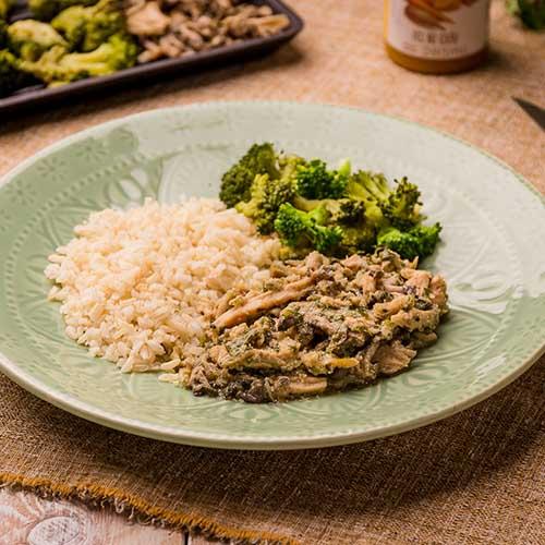18 – Frango com shimeji + arroz integral + brócolis grelhado