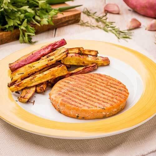 Batata doce rústica com alecrim + hambúrguer de salmão