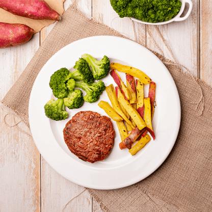 12 – Hambúrguer plant based carne + batata doce rústica + brócolis grelhado
