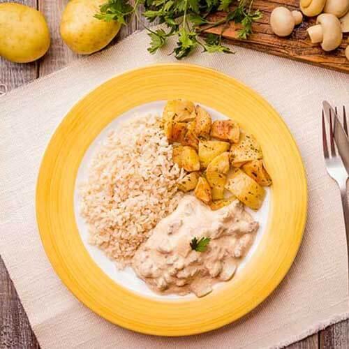 11 – Strogonoff de carne + arroz integral + batata sautee