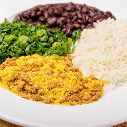 8 – Arroz branco + feijão preto + couve refogada + farofa proteica