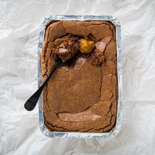 Brownie de Chocolate meio Amargo com Doce de Leite e Flor de Sal