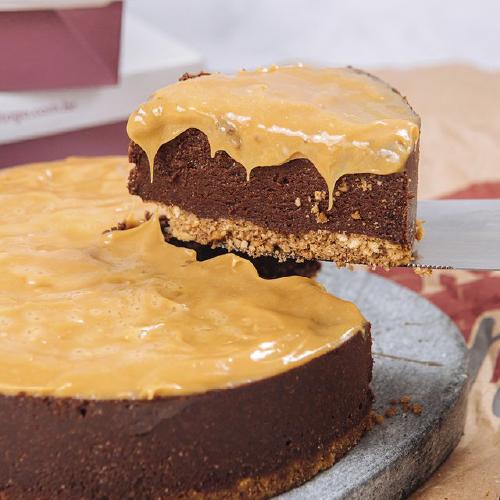 Torta de Chocolate com Caramelo e Flor de Sal ( M )